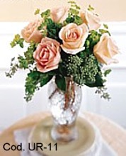 Arrangement with 6 roses in a vase