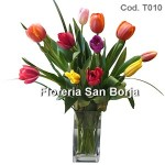 Arrangement with 10 Tulips in glass