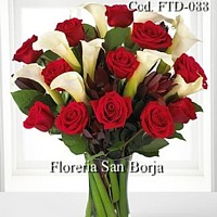 Flowers shops in Peru, roses, cala stems and greens in glass vase to Peru, Flowers to Lima, flower bouquets to Lima